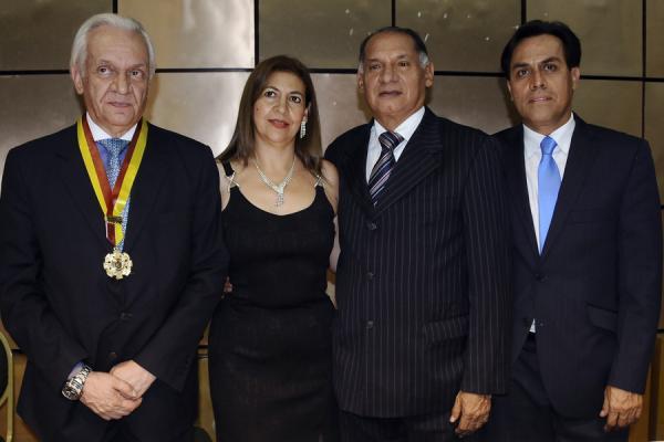 Reconomiento Gobernación del Tolima y Corcultura al Dr. Jorge Reynolds Pombo